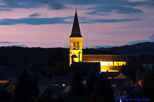 Vue village nuit crédit Serge Folly